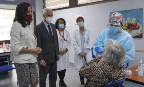 La Comunidad destaca la rapidez y la fiabilidad de los test de antígenos que se están realizando en 12 nuevas áreas sanitarias madrileñas