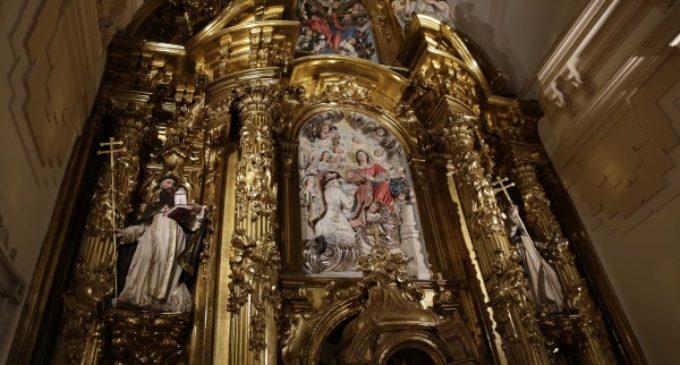 El retablo mayor de la iglesia del Monasterio de las Trinitarias de Madrid recupera su esplendor