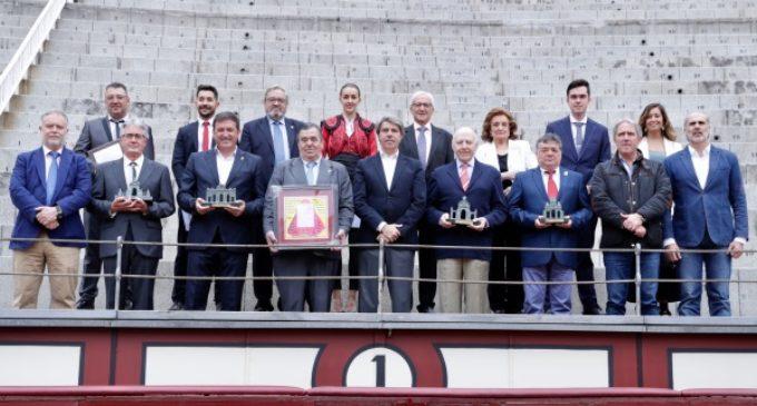 Garrido entrega los XIV Trofeos Puertas de Madrid de la Federación Taurina de la Comunidad