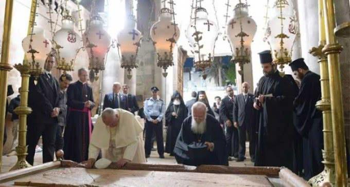 El  Papa a los periodistas : el Corán es un libro de paz y no se pueden equiparar Islam y terrorismo