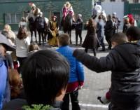 Los Reyes Magos visitan a niños tutelados por la Comunidad de Madrid