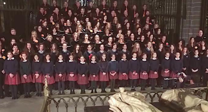 Un coro de 400 niños españoles le canta al Pontífice por su cumpleaños