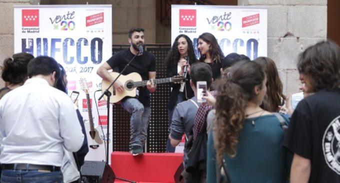 50 usuarios del Abono Joven viven junto a Cristina Cifuentes el encuentro de 'Ventex20' con el cantante Huecco
