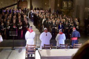 viaje-del-papa-a-suecia-el-papa-en-la-catedral-de-lund-osservatore-romano