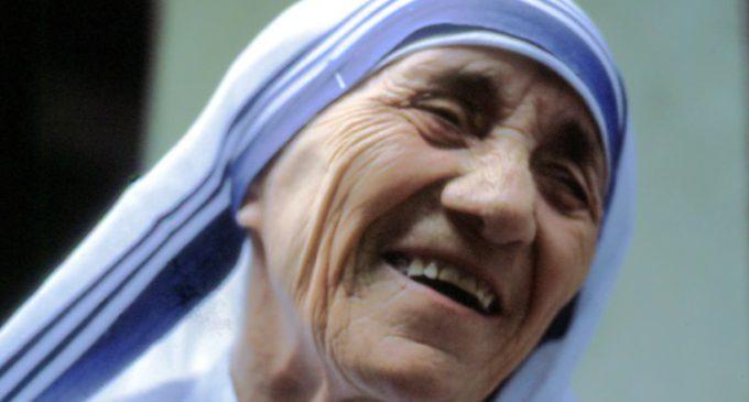 Francisco pide imitar el ejemplo de Madre Teresa para realizar una revolución de la ternura