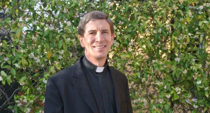 """Wenceslao Vial, sacerdote y médico: """"Un buen médico o psicólogo sabrá orientar hacia un sacerdote y viceversa"""""""