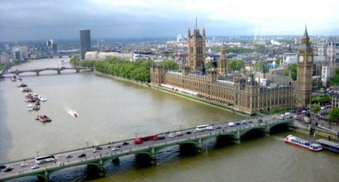 Francisco reza por las víctimas del atentado en Londres