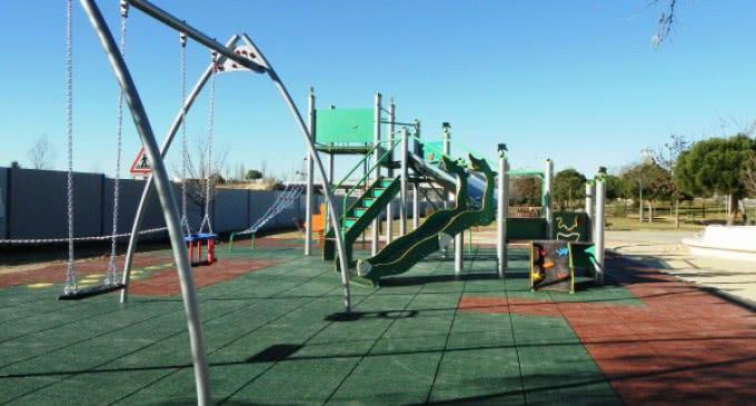 El parque Goya majariego estrena una nueva zona de juegos infantiles