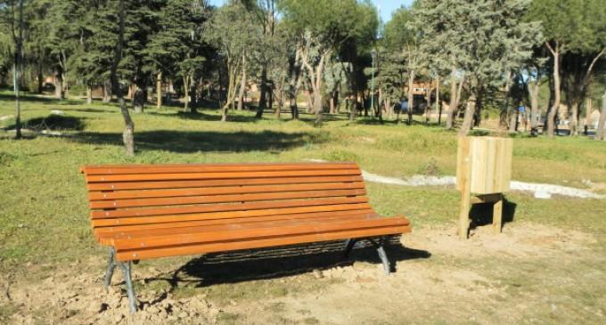El Ayuntamiento de Majadahonda renueva el mobiliario urbano de los parques forestales