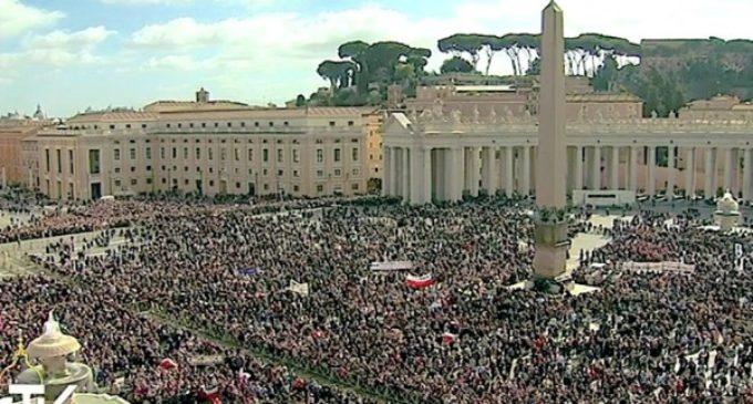 """El Papa reitera su condena a los """"deplorables actos de terrorismo y de violencia"""""""