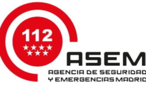 Los Bomberos de la Comunidad de Madrid desinfectan las ambulancias del SUMMA tras los traslados de pacientes con coronavirus