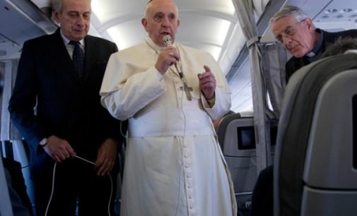 """El Papa habla con los periodistas en el vuelo de regreso a Roma: """"Nunca doy nada por perdido"""""""