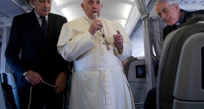 El Papa habla con los periodistas en el vuelo de regreso a Roma: »Nunca doy nada por perdido»