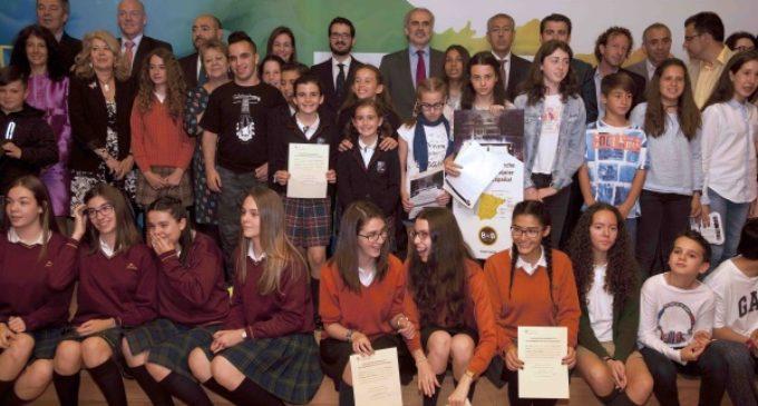 La Comunidad premia los mejores carteles sobre la Unión Europea realizados por escolares madrileños
