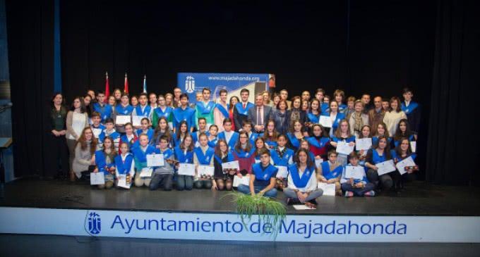 El Ayuntamiento reconoce la excelencia educativa de los alumnos de Majadahonda