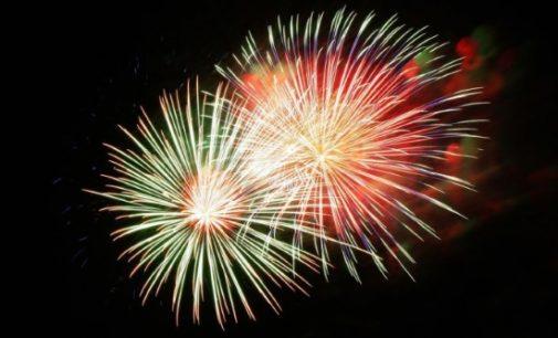 Bienvenida a 2017 con un espectáculo de fuegos artificiales y luces en la fachada de la Real Casa de Correos