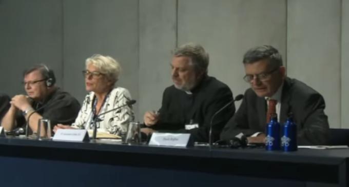 El Sínodo busca una Iglesia «menos clerical»