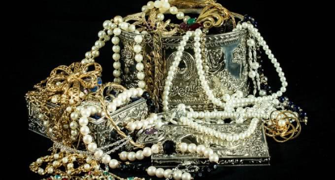 Los españoles gastan 834 millones de euros en joyería al año y 495 millones en relojes