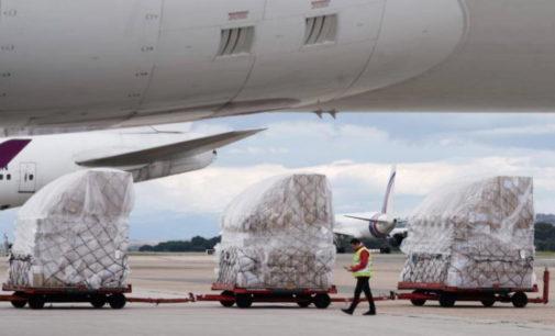 La Comunidad de Madrid recibe otro avión con 82 toneladas de material sanitario para el COVID-19