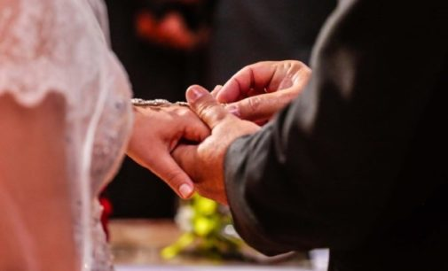 Francisco pide que las cuestiones económicas no sean obstáculo para verificar la validez de un matrimonio