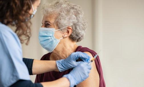 Comienza la vacunación frente a COVID-19 con dosis de Janssen a grandes dependientes inmovilizados en sus domicilios