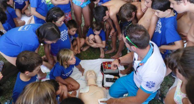 La Comunidad forma a la población en reanimación cardiopulmonar y frente a incidencias en el entorno acuático