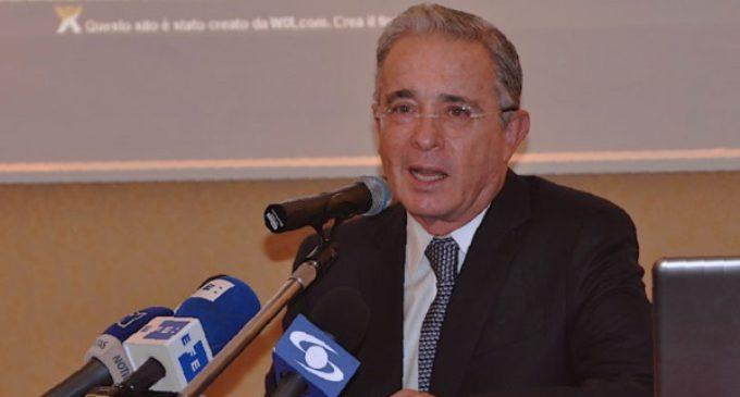 El ex presidente Uribe se reúne en Roma con el cardenal Parolin