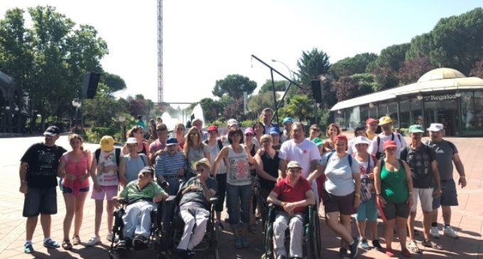 La Comunidad organiza una salida al Parque de Atracciones para las personas con discapacidad que permanecen en los centros este verano
