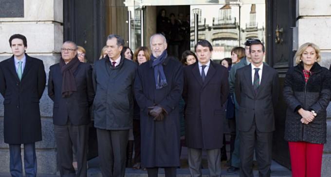 Un minuto de silencio en la Puerta del Sol por las víctimas del atentado de París
