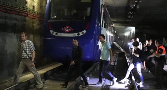 La Comunidad de Madrid comprueba los sistemas de autoprotección de Metro con un simulacro de incendio en un tren