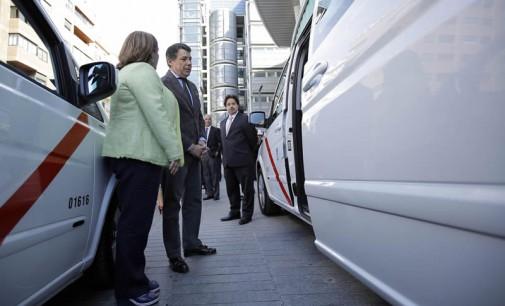En Madrid ya circulan los primeros 10 taxis de hasta nueve plazas