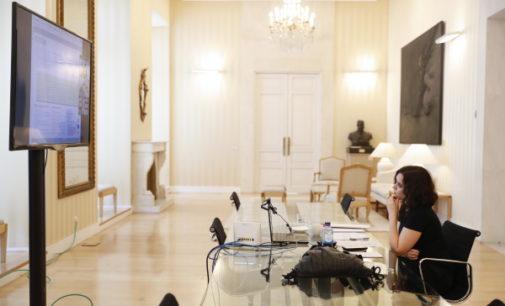 Díaz Ayuso mantiene una videoconferencia con CODDIM desde la Real Casa de Correos