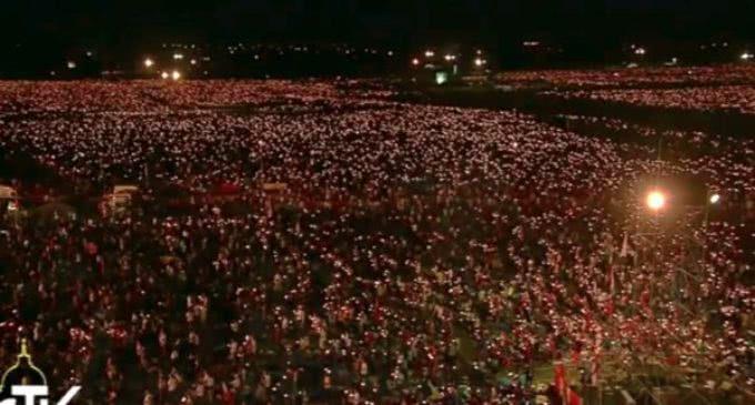 JMJ: cientos de miles de jóvenes rezan con el Papa en la vigilia de oración